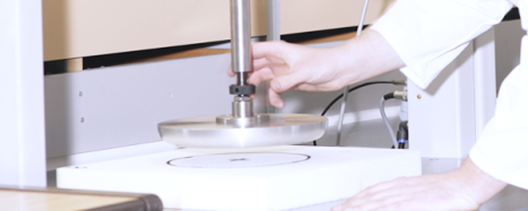Dynamic foam fatigue tester